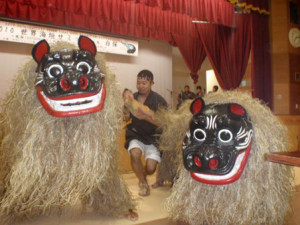白保獅子保存会による獅子舞